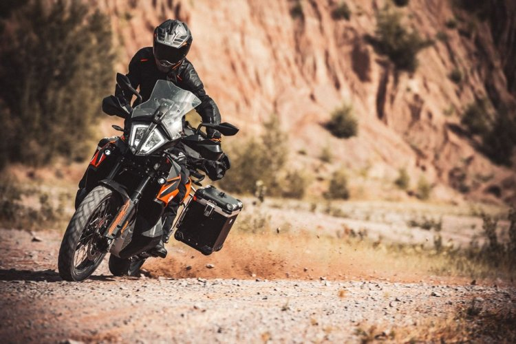 Nova KTM 890 Adventure 2021, do cascalho ao asfalto
